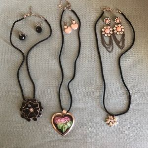 Lot of 3 costume jewelry necklace